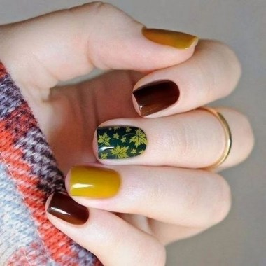 24 Glamorous Color Combinations For Winter Nail Arts 15