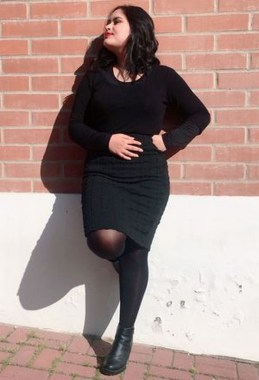 26 Awesome Dark Colour Outfit Ideas For Curvy Women 12