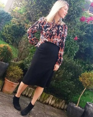 28 Ways To Make Women Over 40 Looks Stylish With Floral Outfit 21