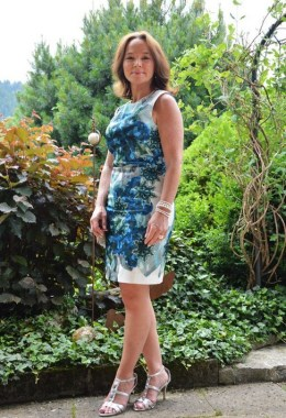 29 How To Choose Casual Dresses For Women Over 40 Years Old 16 1