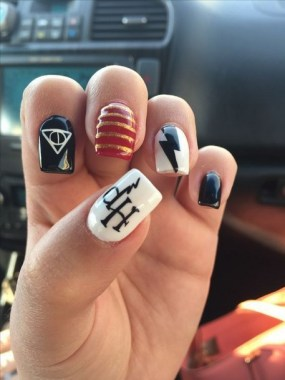 30 Sweet Spooky Halloween Nail Art Ideas For A Costume Party 26