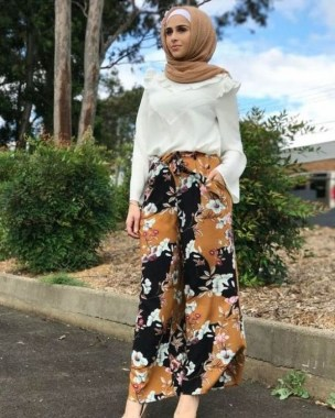 35 Enjoy Your College Time During Fall With This Floral Skirt 19