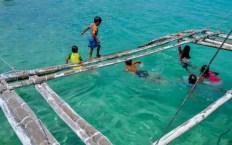 Fotos de Malapascua en Filipinas, ninos jugando