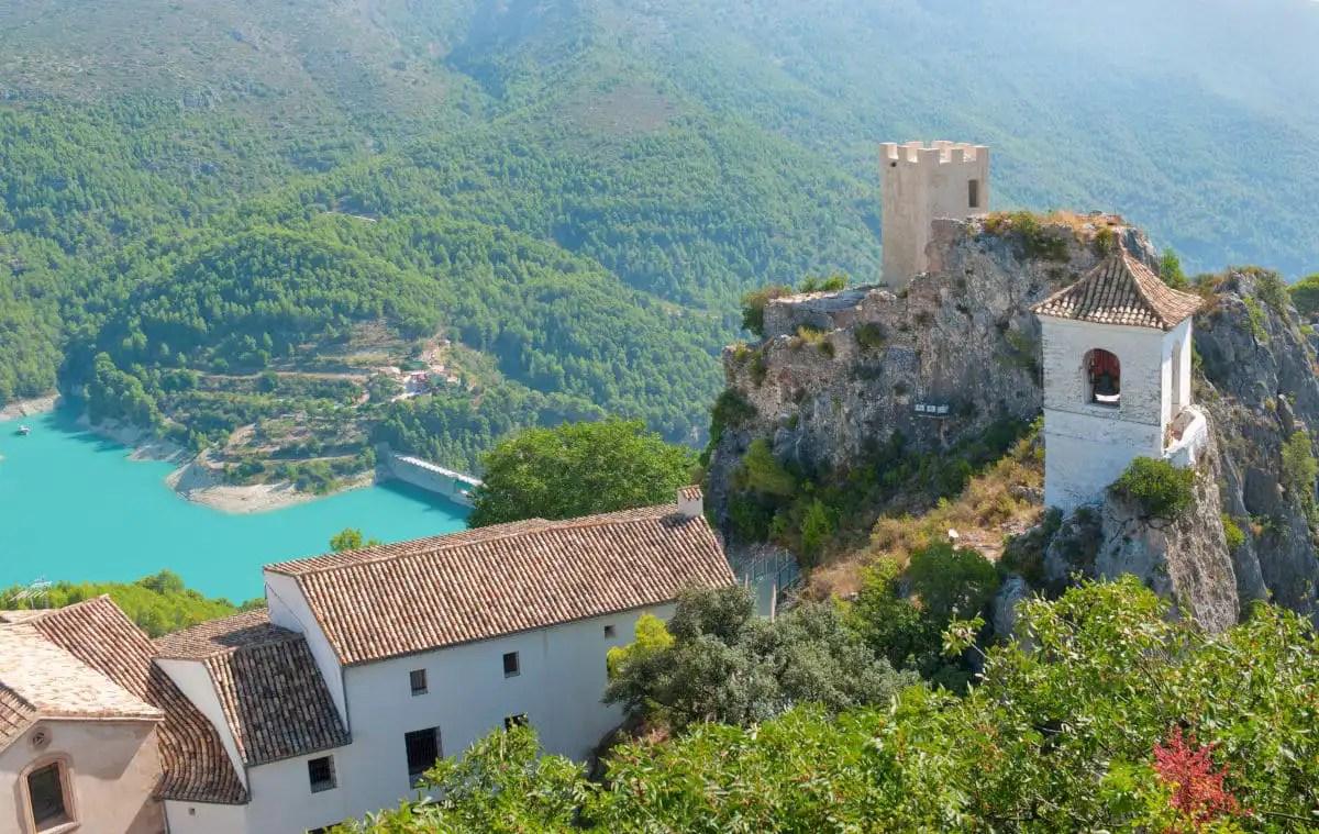 Los pueblos mas bonitos del interior de Alicante, Castell de Guadalest