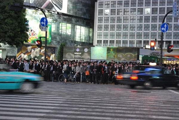 Antes de atravesar el cruce de Shibuya