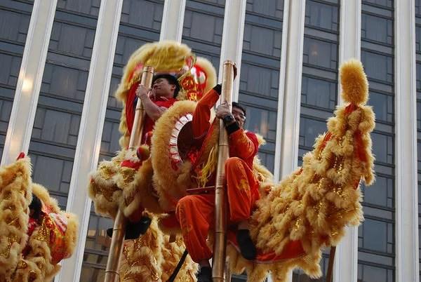 Bailarines de la Danza del León y del Dragón