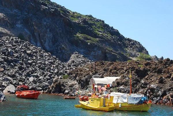 Barcas en Palea Kameni