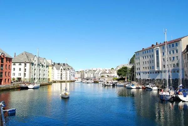 Canales de Alesund en Noruega