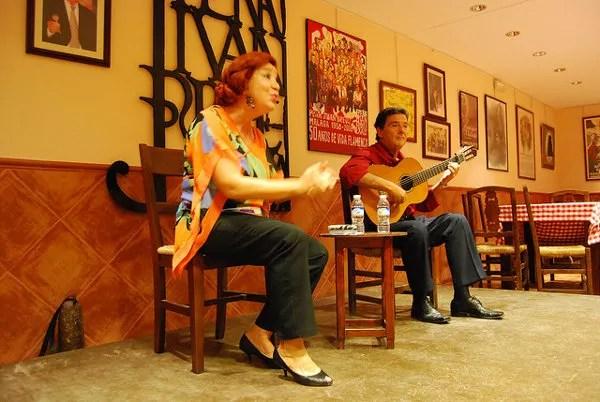 Clases de flamenco en la Peña Juan Breva de Málaga