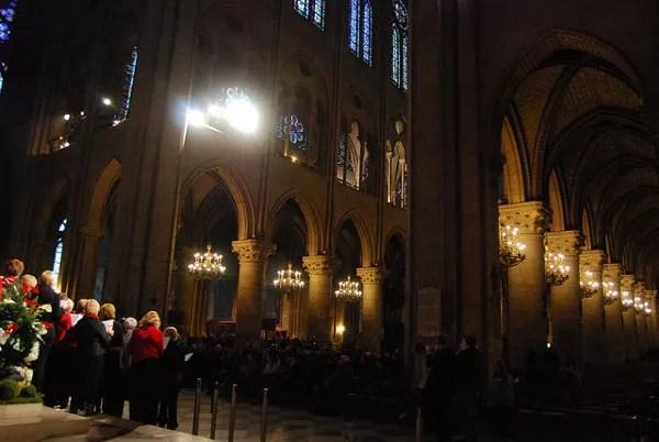 Coro en el interior de Notre Dame de París
