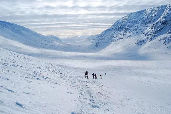 Descendiendo el paso Tjäktja en Laponia Sueca