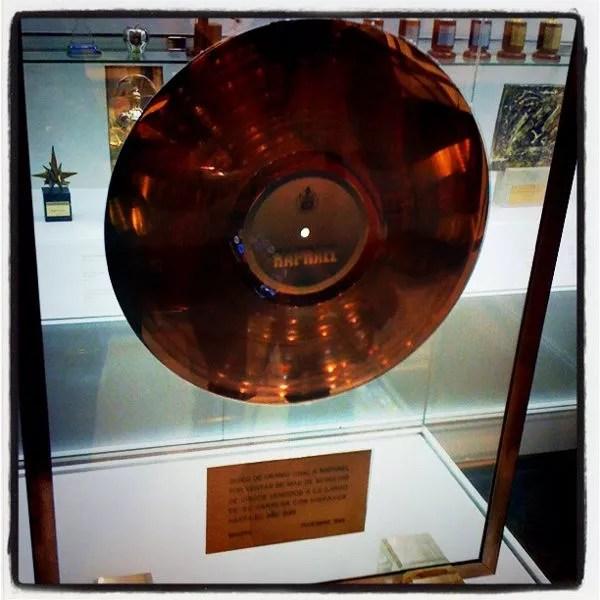 Disco de uranio en el Museo de Raphael en Linares