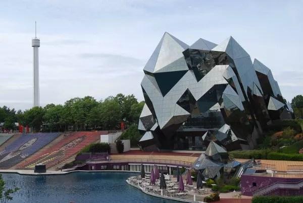 Edificios vanguardistas en Futuroscope