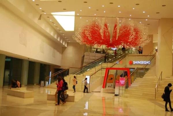 Entrada a los grandes almacenes Shinsegae de Busan