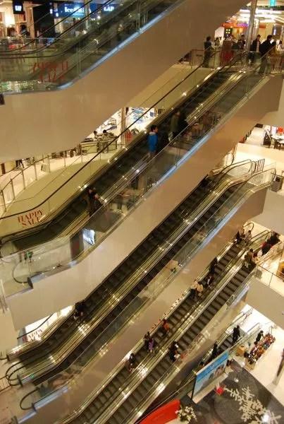 Escaleras mecánicas de los grandes almacenes Shinsegae de Busan