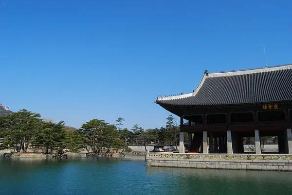 Estanques en el Palacio Gyeongbokgung de Seúl