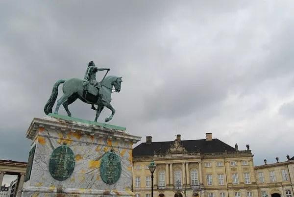 Estatua ecuestre de Federico V