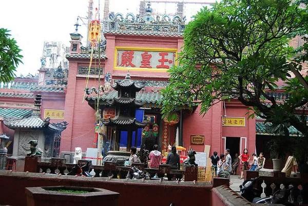 Fachada principal de la Pagoda del Emperador de Jade