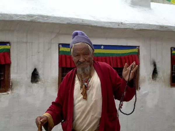 Fiel budista en Bodnath, Katmandú