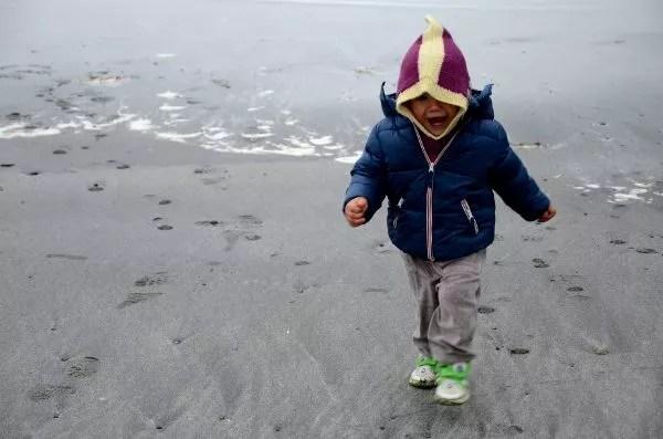 Fotos Islas Feroe. Tjørnuvík. Oriol corriendo