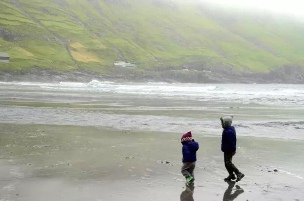 Fotos Islas Feroe. Tjørnuvík. Teo y Oriol