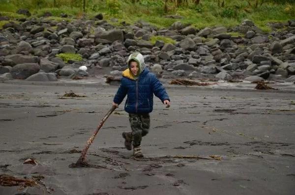 Fotos Islas Feroe. Tjørnuvík. Teo y el palo