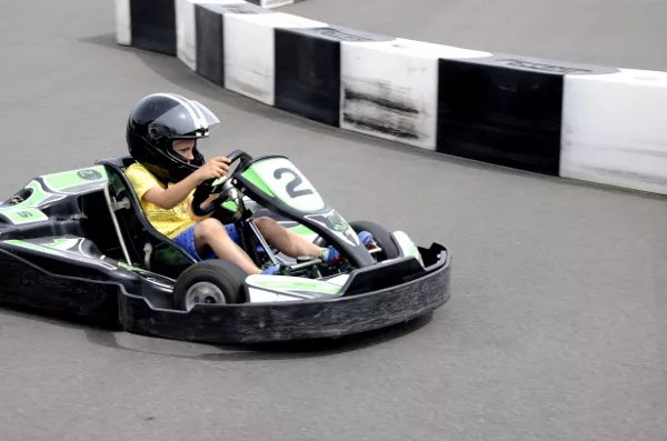 Fotos Salou, Teo tomando una curva en el Electric Karting Salou