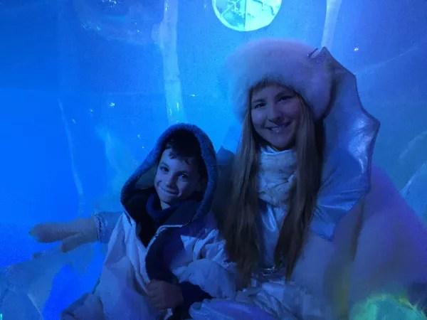 Fotos SantaPark en Rovaniemi Laponia Finlandesa, Teo y la reina de nieve