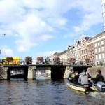 Fotos de Amsterdam, barca navegando en el canal