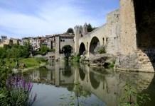 Fotos de Besalu en la Costa Brava, puente y rio