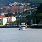 Fotos de Bilbao, barca en la ria