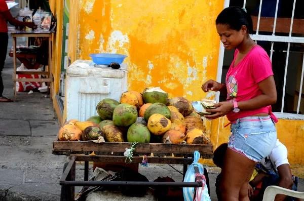 Fotos de Cartagena de Indias, vendedora de Fruta