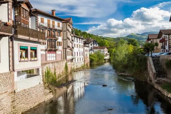 Fotos de Elizondo en Navarra, casas en el rio