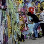 Fotos de Gante, ruta street art chicos pintando graffiti