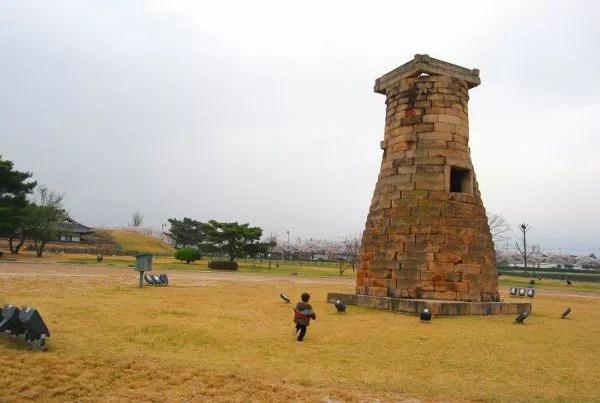 Fotos de Gyeongju, Teo en el Observatorio Cheomseongdae
