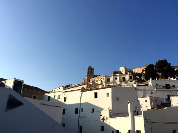 Paseo por el casco viejo de Ibiza