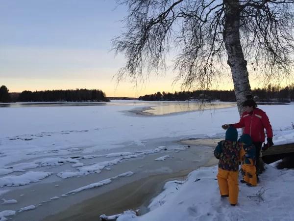 Fotos de Laponia Finlandesa, Teo, Oriol y Vero en el lago