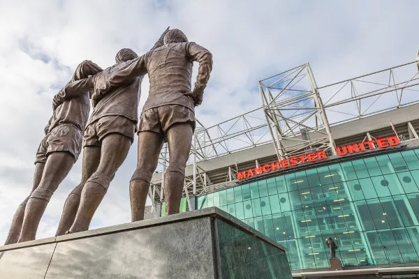 Fotos de Manchester, Old Trafford estatua de Best, Law y Charlton