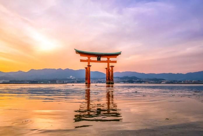 Fotos de Miyajima en Japón, torii rojo