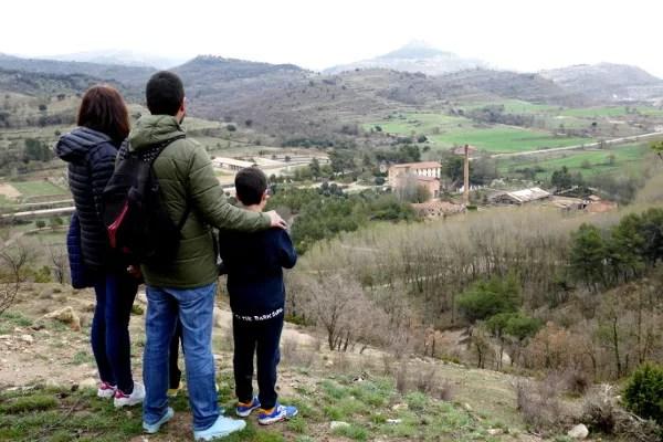 Fotos de Morella, Pau, Vero,Teo i Oriol mirando el pueblo