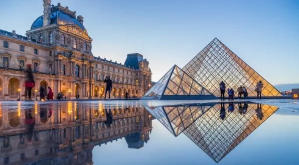 Fotos de Paris en Francia, paramide del Museo del Louvre