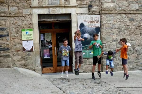 Fotos de Pirineo de Lleida, Teo, Oriol niños Casa Os Bru