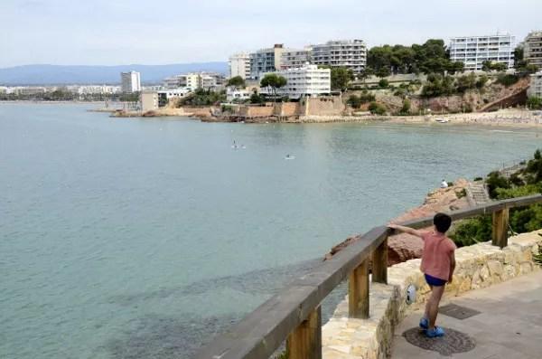 Fotos de Salou, Teo mirando la ciudad