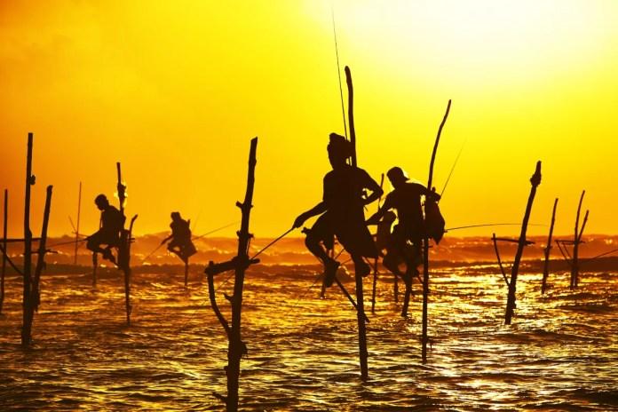 Fotos de Sri Lanka, pescadores en palos