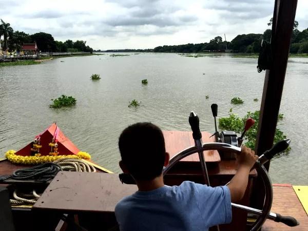 Fotos de Tailandia - crucero desde Ayutthaya, Teo al timon