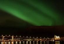 Fotos de Tromso en Laponia Noruega, aurora boreal sobre la ciudad de Tromso
