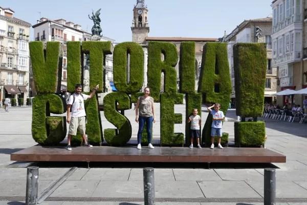 Fotos de Vitoria en Euskadi, Pau, Vero Teo y Oriol
