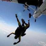 Fotos de saltos en paracaidas en Empuriabrava, saltando
