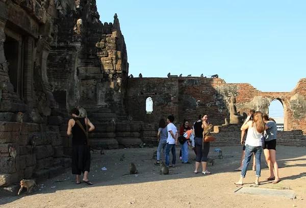 Fotos de viajes a Tailandia con niños y NaaiTravels, elefantes, Templo monos Lopburi