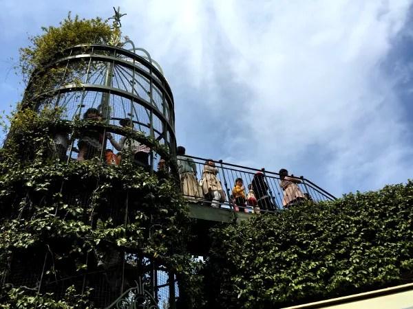 Fotos del Museo Ghibli de Mitaka, niños en el patio